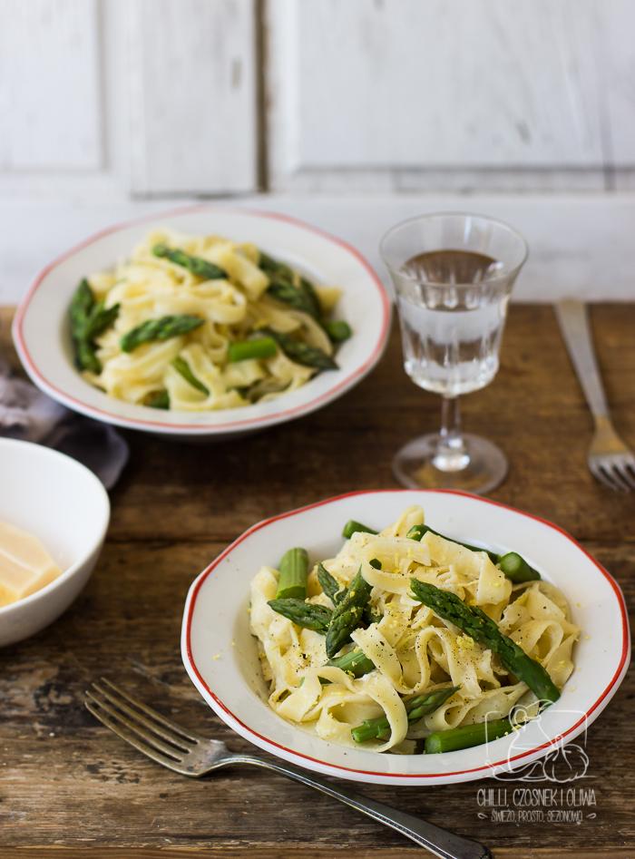 Ekspresowe Fettuccine Alfredo ze szparagami i nutą cytryny / Chilli, Czosnek i Oliwa