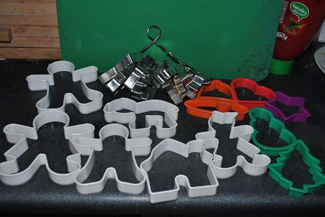 foremki do wycinania pierniczków ciastek plastikowe foremki metalowe foremki