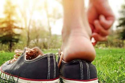 Etika dan Cara Memakai dan Melepaskan Sepatu dan Kaus Kaki Dengan Benar