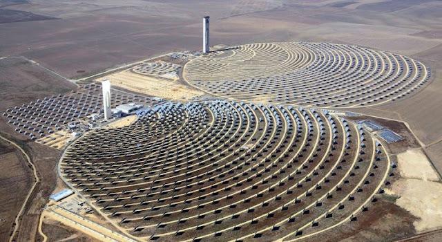 """مجلة فرنسية: """"نور 3""""، أكبر برج للطاقة الشمسية في العالم يسير بالمغرب قدما نحو مستقبل الطاقات المتجددة"""