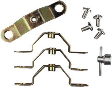 Se pone agarrado a 2 tornillos de rueda y se agujerea el centro del tapacubos. se mete el tornillo coln la llave especial y ya no te los mangan más