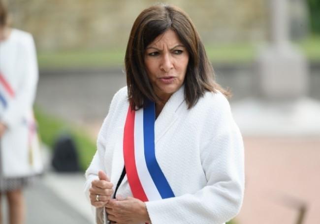 """Accusée de """"récupération"""", Anne Hidalgo s'incruste au procès des attentats de 2015"""