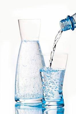 Perbanyak Minum Air Minimal 1 Liter Sehari