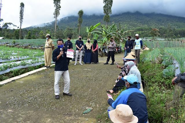 Petani  di Lereng Gunung Slamet, Belum Tahu Calon Bupati dan Wakil Bupati Purbalingga
