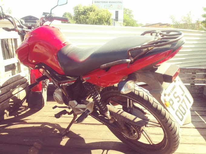 CAXIAS - Moto com registro de roubo estava abandonada no bairro Luiza Queiroz