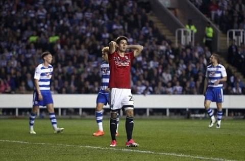 Cầu thủ Fullham thất vọng sau trận thua