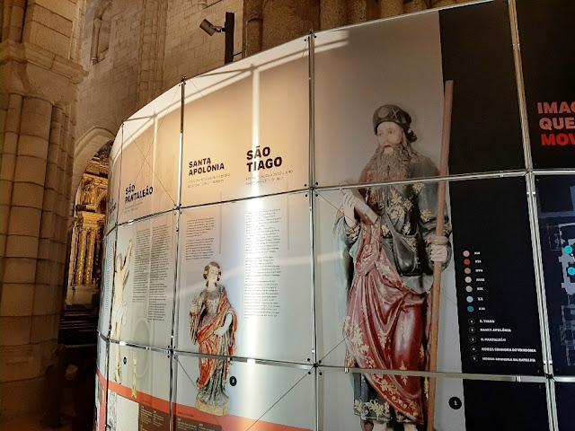 painel sobre santos na Catedral do Porto