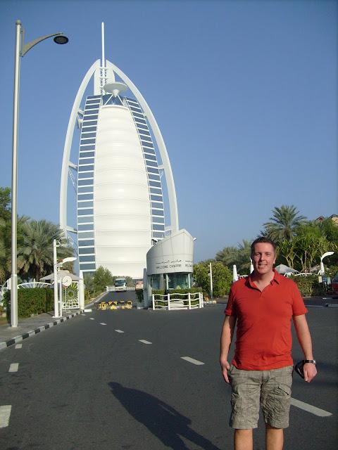 Vor dem Hotel Burj al-Arab