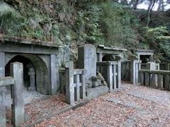 大江・毛利・島津の墓