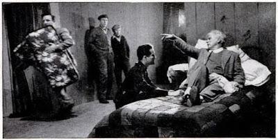 """Чарльз Чаплин со своим сыном, Чарли Чаплином-младшим, на съемках """"Огней рампы"""""""
