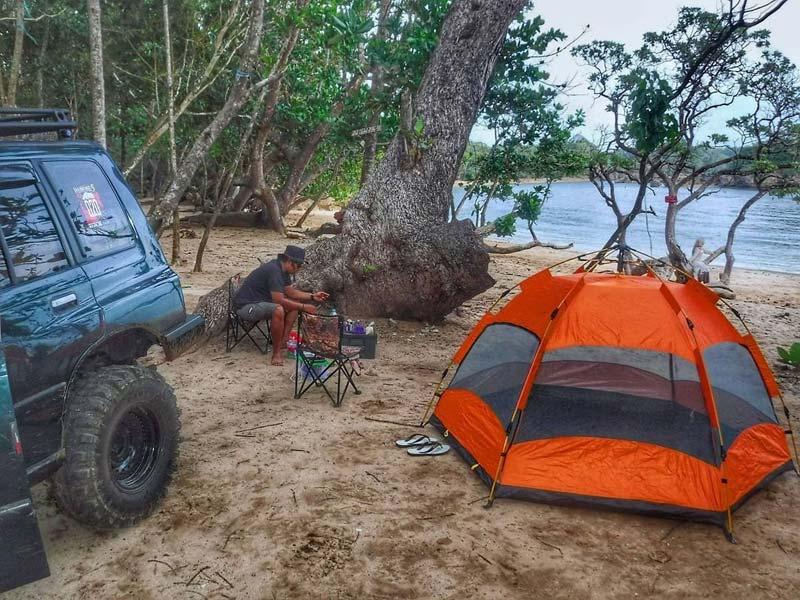 Fasilitas Wisata di Pantai Banyumeneng Malang