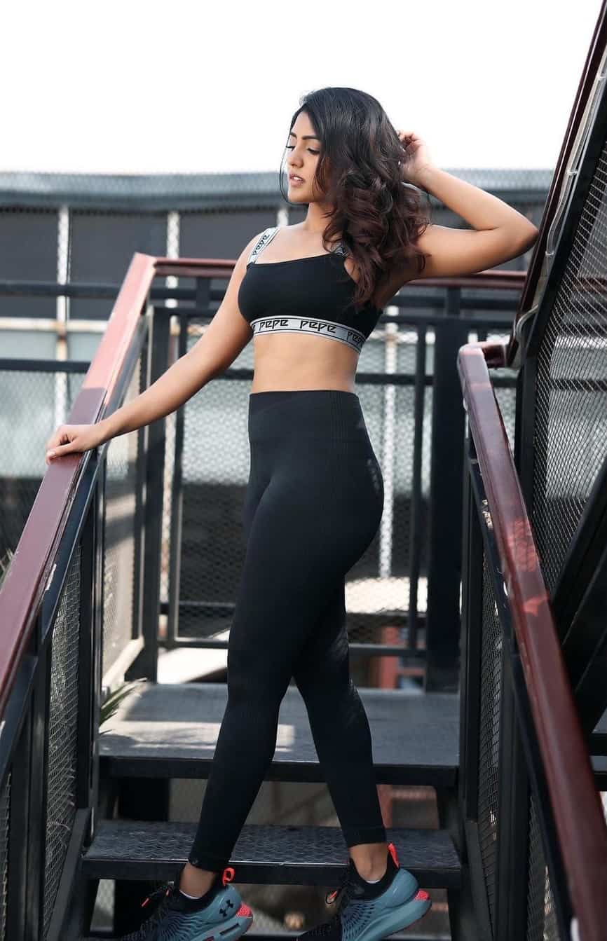 Eesha Rebba Sexy Belly Show Photoshoot Pics