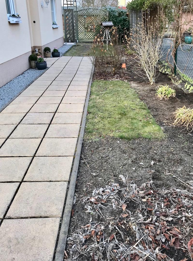 frau pratolina die neugestaltung des seitlichen vorgartens. Black Bedroom Furniture Sets. Home Design Ideas