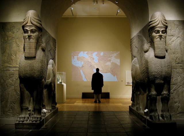 Боевики ИГ бульдозерами снесли древний город Нимруд Боевики «Исламского государства» продолжают расправляться с культурным наследием Ирака. На этот раз они сравняли с землей руины древнего города Нимруд — столицы древнего Ассирийского государства.