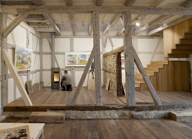 taller para un artista en un antigo granero del siglo xvii espacios en madera. Black Bedroom Furniture Sets. Home Design Ideas