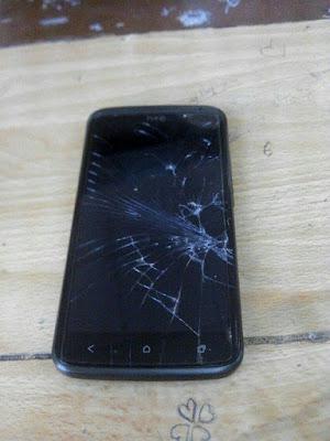 HTC 10 bị nứt vỡ màn hình