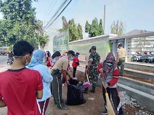 TNI dan Warga Gotong Royong Bersihkan Area RSU Sultan Fatah Karangawen