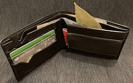Лавровый лист в кошельке для привлечения финансового благополучия