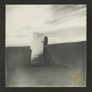 """Copertina di """"Nuova Registrazione 527"""", il nuovo singolo di Mara Sattei."""