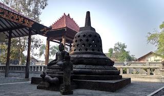 Isla de Java, Vihara Mendut Monastery.