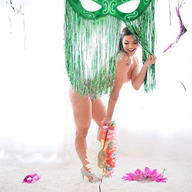 Kelly Key aparece de topless e quebra a internet (Imagem: Reprodução/Instagram)