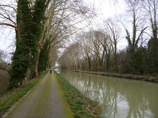 Vía verde al margen del Canal del Garona