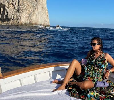 Caterina Balivo foto Capri faraglioni barca
