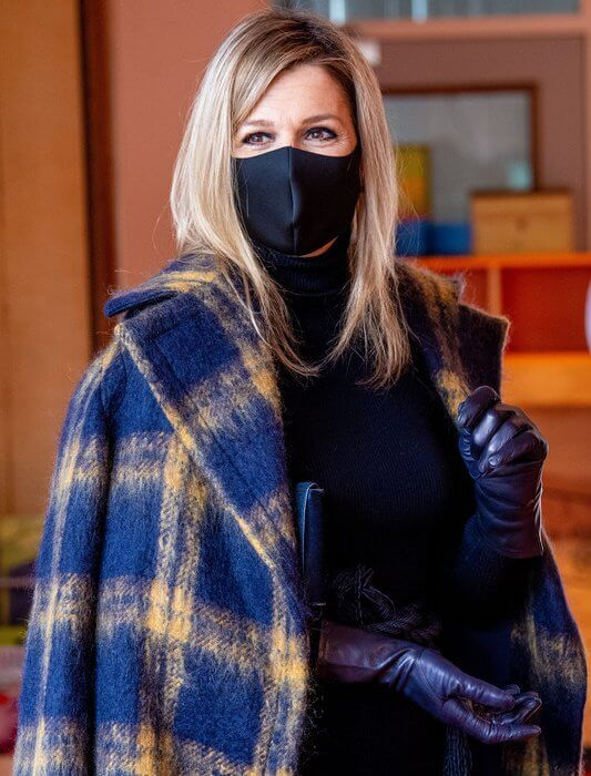 Queen Maxima wore a print coat from Natan. The petrochemical company Huntsman Holland BV in Rotterdam