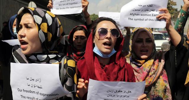 Στην Ελλάδα 7 γυναίκες βουλευτές από το Αφγανιστάν με τις οικογένειές τους