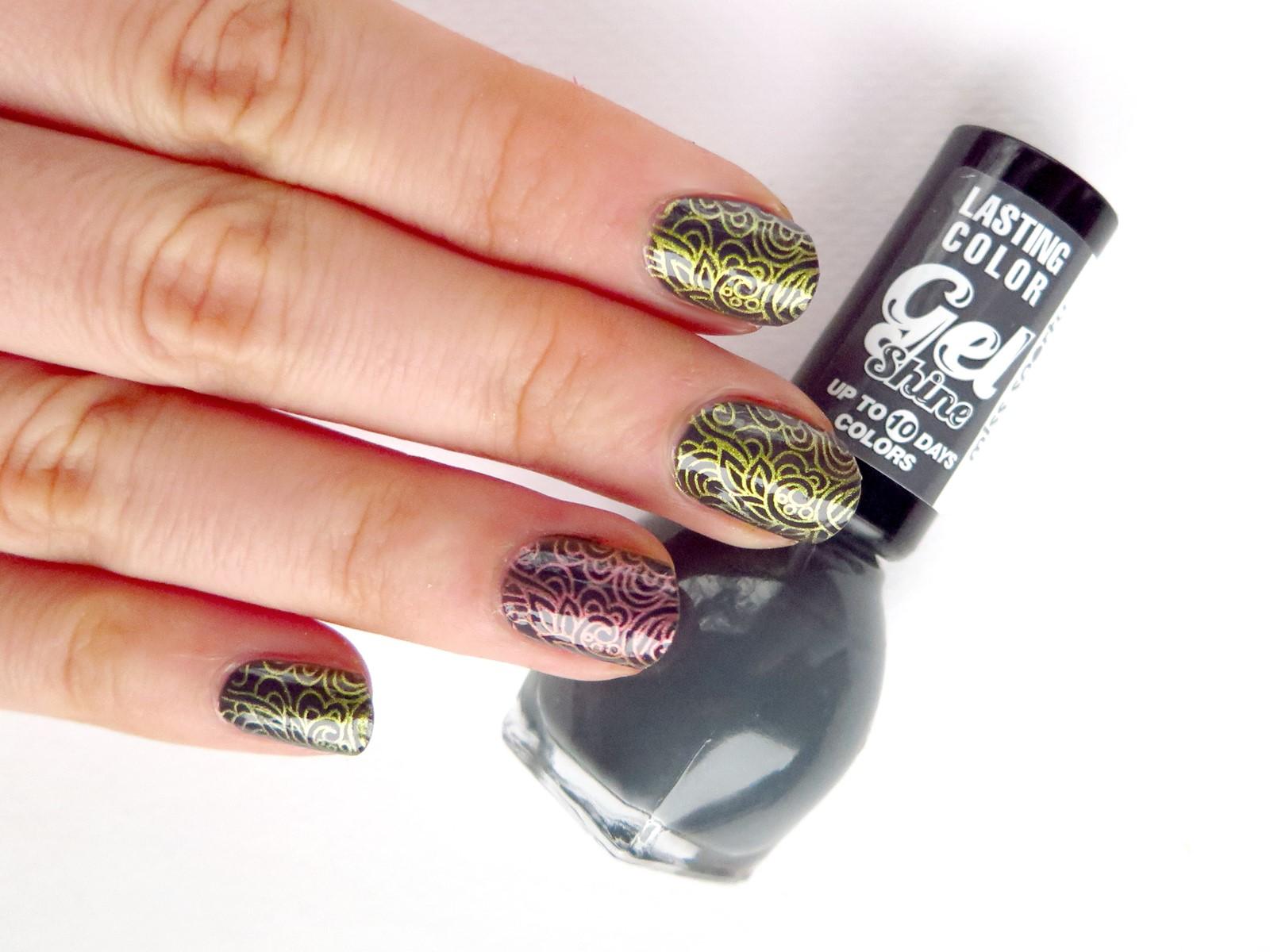8 stemplowanych zdobień paznokci na jesień i Halloween