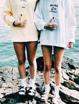 poses para fotos com a amiga vsco girl