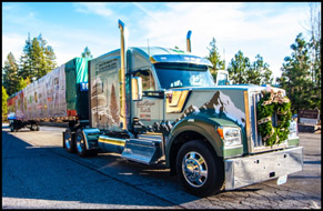 Kenworth W990 with 2018 U.S. Capitol Christmas Tree, Detroit, Oregon