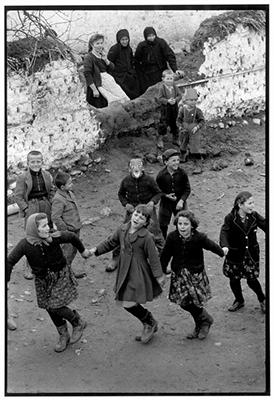 http://yama-bato.tumblr.com/post/155429729411/constantine-manos-greece-epirus-1964-girls