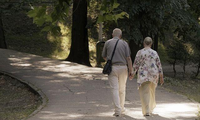 Ayuda a adultos mayores