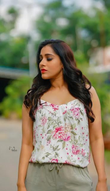 Anchor Rashmi Gautam Latest Photo Stills in Cotton Jeans Actress Trend