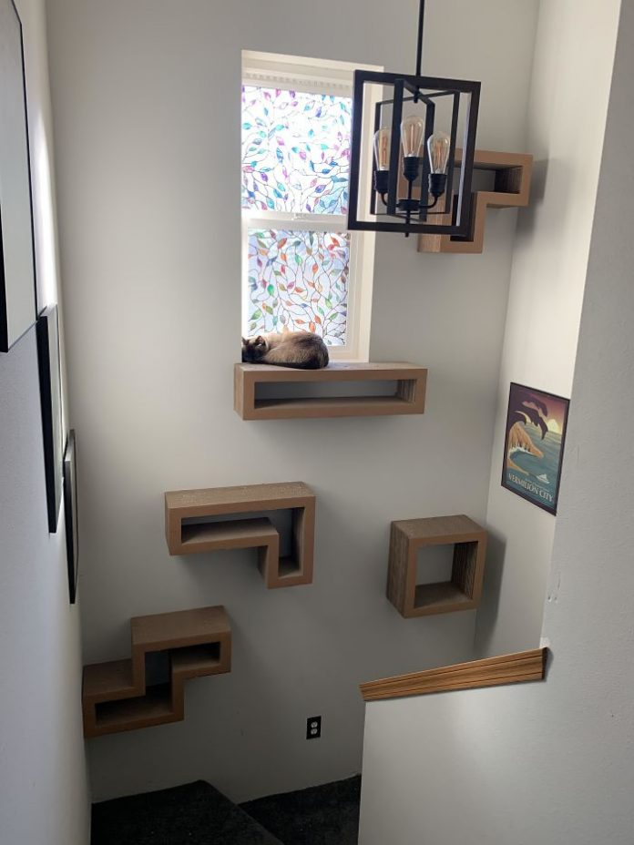 A turret for a cat in the form of Tetris figures.