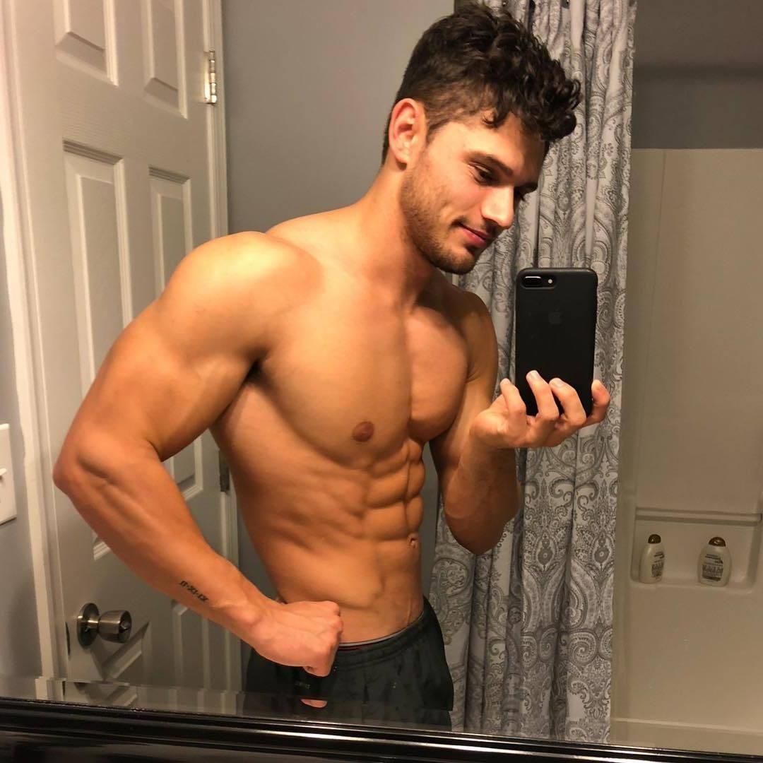 barechested-fit-abs-hunk-chris-clark-selfie