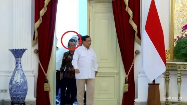 Detik-detik Video Ngabalin Tak Boleh Ikut saat Prabowo Masuk Istana