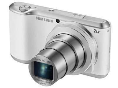 Spesifikasi Samsung Galaxy Camera 2 GC200        Samsung Galaxy Camera 2 dibekali oleh fitur panel bodi depan bertekstur. Panel ini mengingatkan Sobat gadget  pada penutup permukaan yang selalu digunakan oleh smartphone Samsung kelas high-end. Hadir dengan pilihan warna hitam dan silver terlihat sangat cakep dan berkelas. Sebuah thumbgrip kecil telah ditambahkan pada bagian belakang, dan tombol baru untuk mengendalikan popup flash telah ditambahkan di atasnya.     Perbaikan utama yang dapat Sobat gadget temukan dari performa Samsung Galaxy Camera 2 ini adalah processor 1.4 GHz Exynos 4 Quad system-on-chip yang telah digantikan oleh prosesor quad core 1.6 GHz dengan kinerja yang lebih cepat. Untuk memori RAM juga meningkat dua kali lipat  menjadi 2 GB. Memori penyimpanan internal tetap berukuran 8 GB dengan 2.8 GB digunakan untuk aplikasi, data, penyimpanan foto, dan sisanya dipakai oleh sistem operasi dan built-in aplikasi. Anda tidak perlu khawatir untuk memory penyimpanan karena masih ada slot kartu MicroSD untuk menyimpan foto JPEG dan video MPEG4 AVC/H.264 yang mencapai 64 GB.  Mendampingi prosesor baru yang cepat dan memori yang besar, Galaxy Camera 2 menggunakan sistem operasi android Jelly Bean vers  Referensi  http://infohandphone.com/kelebihan-dan-kekurangan-samsung-galaxy-camera-2-gc200/