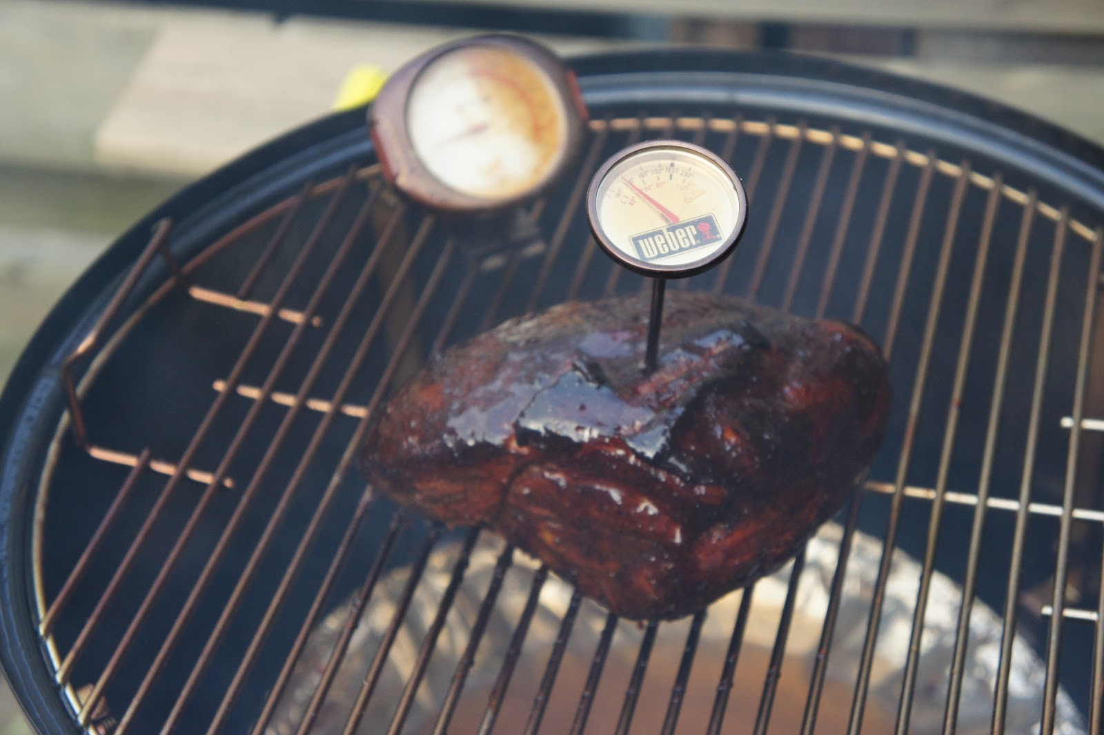 Dutch Pitmaster Pulled Pork Van De Weber Smokey Mountain - Bbq Op Temperatuur Houden