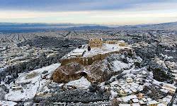 i-chionismeni-akropoli-taxidepse-se-olokliro-ton-kosmo