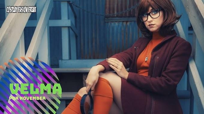 November con su cosplay de Velma