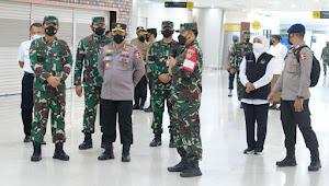 Panglima TNI, Kapolri dan KSAL cek Serbuan Vaksinasi di Terminal 2 Juanda