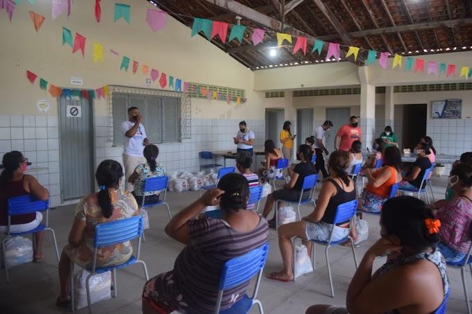 Ação Solidária e Educativa distribui 50 cestas básicas as famílias carentes de Grossos