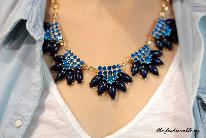 how to style bold statement necklace
