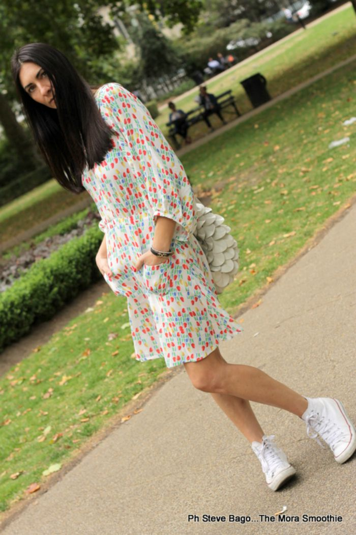 paola buonacara, ivana helsinki, dress, bag, sneakers, all stars, converse, fashion, fashionblog, fashionblogger, italian blogger, blogger, blogger italiana, italian fashion blog, italian fashion blogger, fashion blogger italiana, ootd, look, outfit, londra, outfit of the day, outfit del giorno, summer, summer in london, vestirsi a londra, cosa indossare d'estate, vestito, vestito con tulipani, vestito leggero,