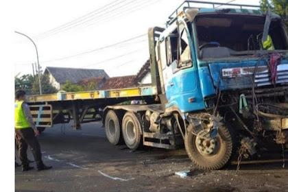 Kecelakaan Beruntun 3 Truk Di Pantura Tuban,1 Korban Meninggal