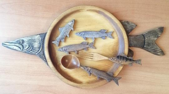 тарелка из дерева в подарок рыбаку