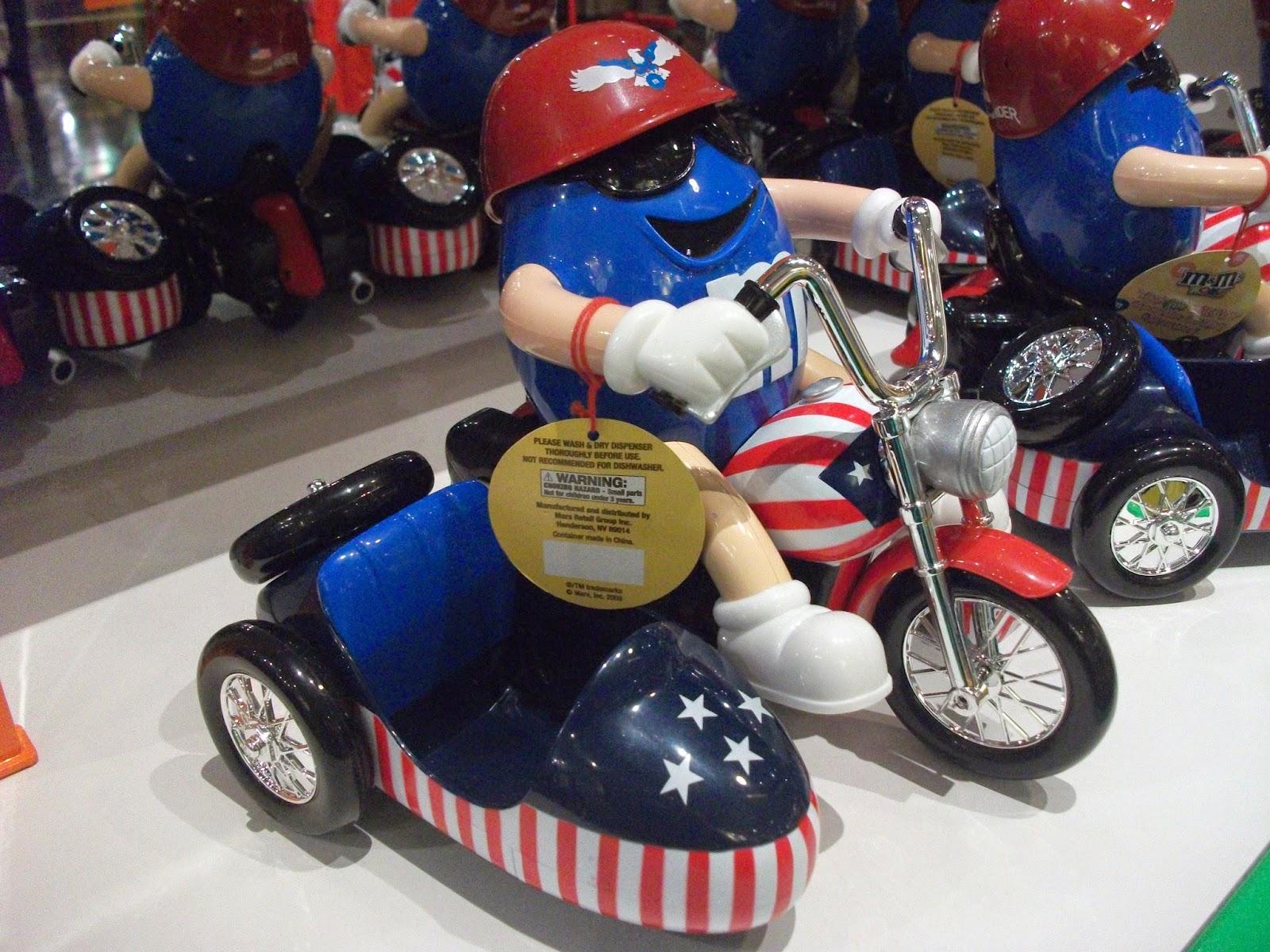 M&M auf einem Motorrad