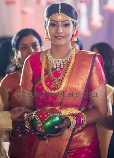Allari Naresh wife Virupa Jewellery